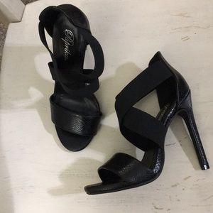 Paprika heels